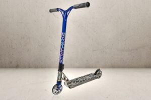 Foto af trickløbehjulet Grit Tremor Raw Blue PRO