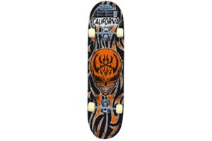 her ser du Skateboard Fire Skull